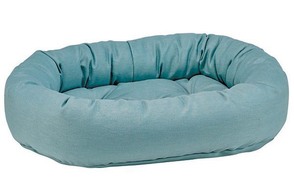 Give your cat that much-needed sense of security with this cozy, hemp fabric Donut Bed. bowsers.com